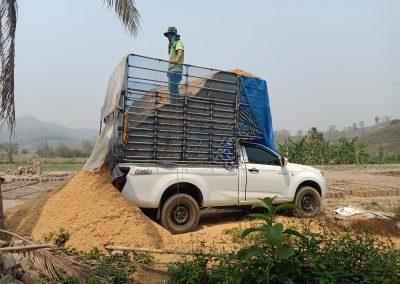 Rice husk delivery for making bricks